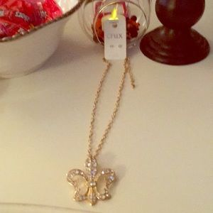 Necklace with Fleu Delise Pendant and chain,